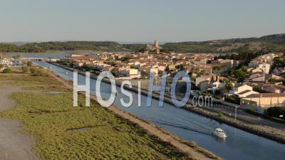 Bateau De Pêche Quittant Le Vieux Port De Gruissan, Occitanie, France, Drone Footage