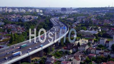 Le Viaduc De L'a86 Traversant La Ville De Noisy-Le-Sec, Vidéo Drone