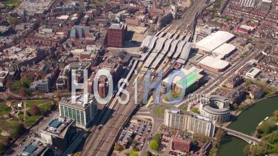 Gare De Reading, Du Centre-Ville Et De La Tamise