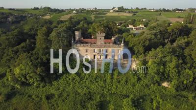 Château De Sainte Croix Du Mont - Vidéo Drone